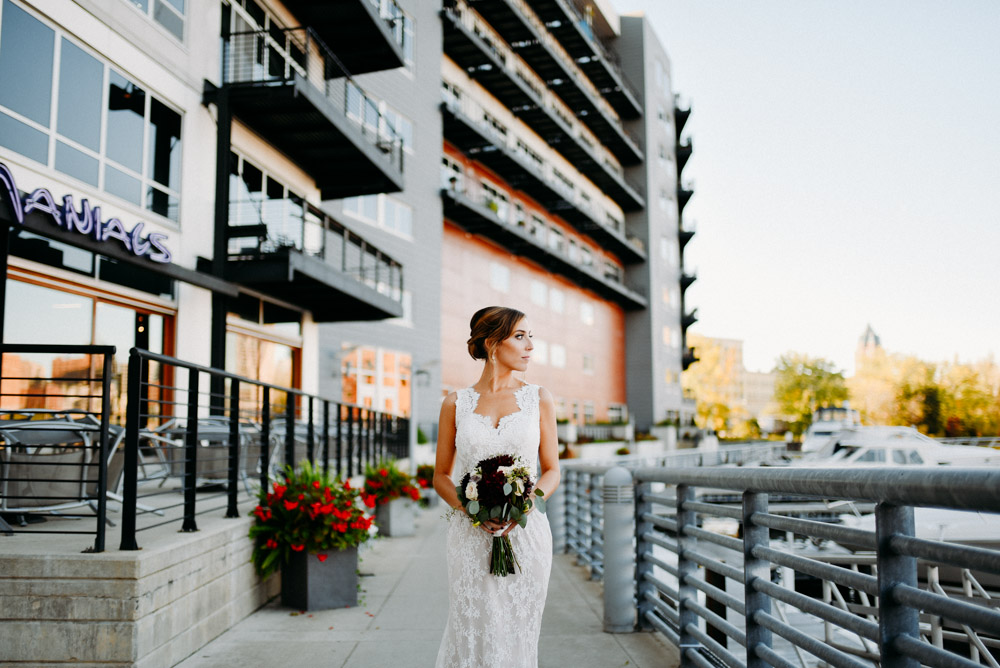 bridal portrait on milwaukee river in october