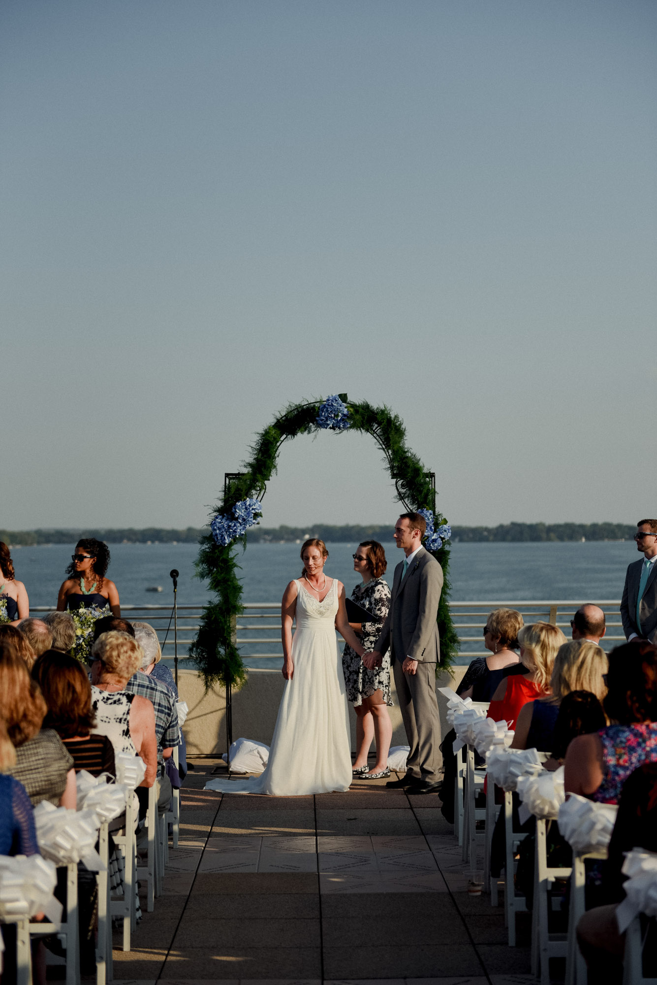 gorgeous wisconsin rooftop wedding